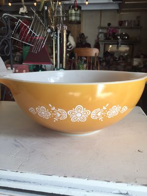 "VINTAGE PYREX ""BUTTERFLY"" 4 qt, mixing/stacking bowl for Sale in Scappoose, OR"