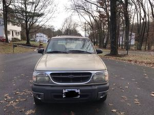 2001 Ford Explorer XLT 4x4 v6 (Rust Free... 132k Miles Runs & Looks Excellent!! for Sale in Lexington, MA