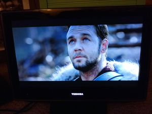 "18.5"" Toshiba tv built in dvd player great comd and movies for Sale in Winter Park, FL"