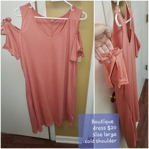 Boutique cold shoulder dress with bow sleeves. Size Large. BNWT. for Sale in Hazlehurst, GA