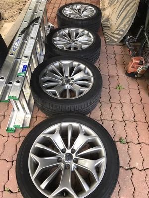 2013 Ford Taurus limited wheels for Sale in Baltimore, MD