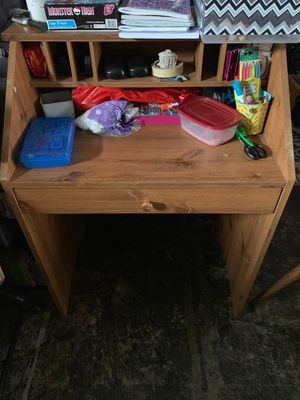 Small desk for Sale in Parkville, MD