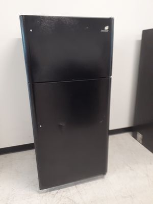 Frigidaire top freezer refrigerator new scratch and dents with 6 months warranty for Sale in Mount Rainier, MD