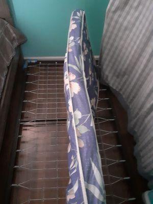 Cabe debajo de la cama.. $30 no menos urge sacarla for Sale in San Bernardino, CA