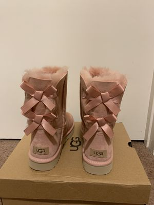 100% Authentic Brand New in Box UGG Bailey Bow Short Boots / Color: La Sunshine / Women size 5, 6, 7, 8, 11 for Sale in Pleasant Hill, CA