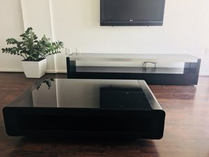 TABLE AND TV STAND FROM MODERN MIAMI FURNITURE for Sale in Miami, FL