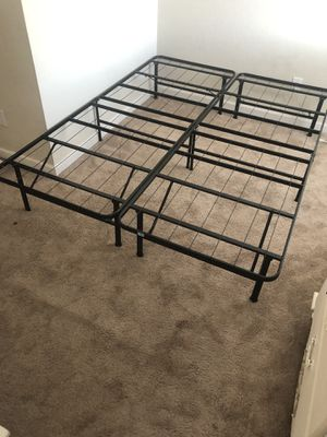 Queen size bed frame for Sale in San Jose, CA