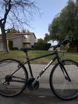 Trek FX2/ Silver Alpha Aluminum/ 24 Speed / Size M for Sale in Mountain View,  CA