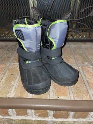 Boys sz 2 black winter snow boots for Sale in Warrington, PA