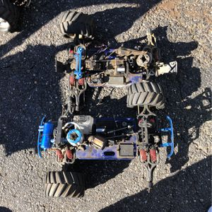2 Traxxas Tmaxx- For Parts for Sale in Huntington Station, NY
