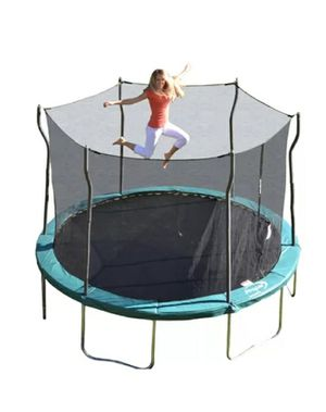 Family Fun (12') Round Trampoline w/Safety Enclosure for Sale in Woodland Hills, CA
