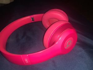 Solo Beats by Dre (pink) for Sale in Tulare, CA