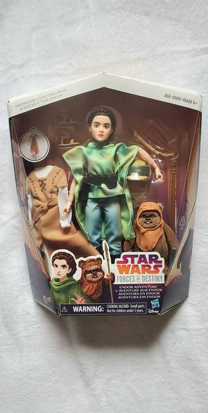 STAR WARS LEIA WITH EWOK AND EXTRA OUTFIT DOLL for Sale in Las Vegas, NV