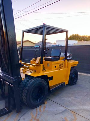 allis chalmer Forklift 13,000 pound capacity with new air tires for Sale in Fullerton, CA
