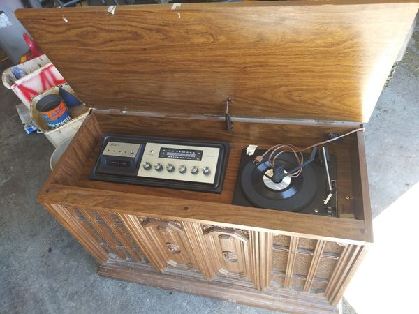 Capehart 8 Track/Record player with AM/FM radio.