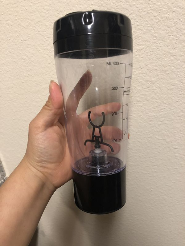 Battery operated portable blender