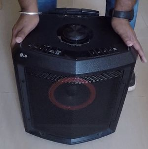 $70 USED in mint condition LG FH2 Home Theater System rechargeable outdoor camping portable speaker with rolling wheel and handle for Sale in El Monte, CA