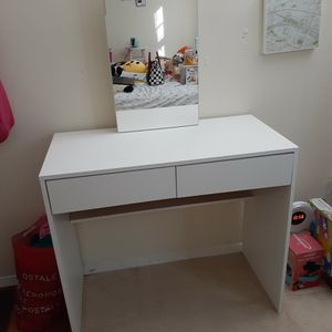 Dressing table Vanity With Mirror for Sale in Alexandria, VA