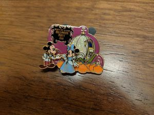 Disney limited edition pin of 2500 passholder exclusive Mickey's not-so-scary Halloween party 2010 for Sale in Glendale, AZ