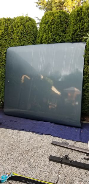 Short bed pickup hard locking cover for Sale in Seattle, WA