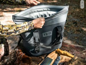 "Yeti ""Hopper"" Softsided bag cooler! for Sale in Denver, CO"