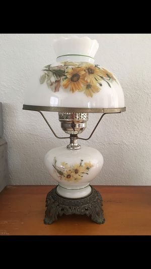 ANTIQUE LAMP for Sale in Miami, FL