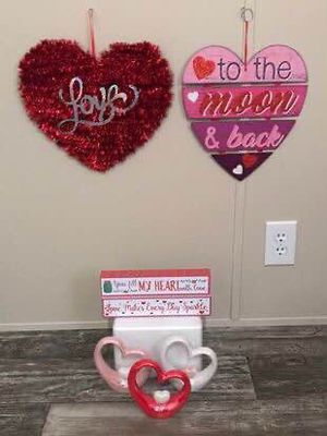 Valentines Day decorations - $15 for Sale in Paducah, KY