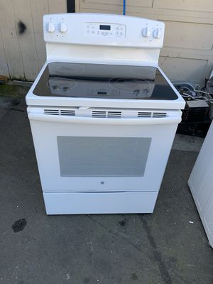 Stove electric brand GE everything is good working condition 90 days warranty for Sale in San Leandro, CA