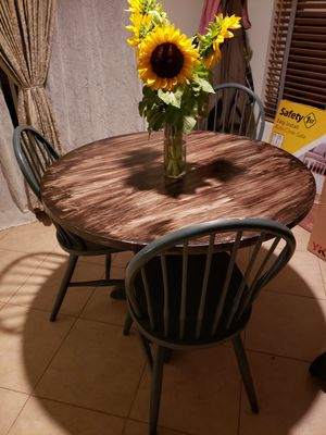 Kitchen table with 4 chairs for Sale in Chula Vista, CA