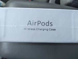 Apple airpods 2nd generation/ wireless charging case for Sale in Sioux Falls, SD