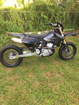 2008 Suzuki drz 400. Motivated seller. This weekend best offer takes it. for Sale in Odessa, FL