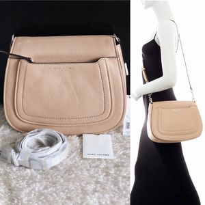 ✨New MARC JACOBS Empire City Leather Messenger Crossbody Handbag Beige for Sale in Spring, TX