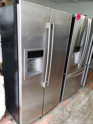 LG STAINLESS STEEL SIDE BY SIDE REFRIGERATOR for Sale in Perris, CA