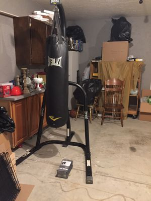 Everlast punching bag with rack, new gloves for Sale in Indianapolis, IN