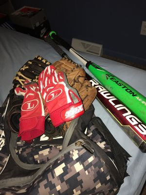Baseball bag with expensive bats and gloves for Sale in Stoneville, NC