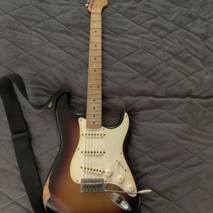 Mexico Made Fender Road Worn Stratocaster w/ Strap for Sale in Ontario, CA