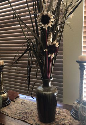 Vase with flowers arrangement for Sale in Fresno, CA