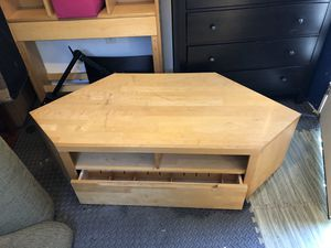 CORNER TV STAND (HARD WOOD) for Sale in Whittier, CA