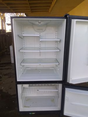 Kenmore 80 ice maker refrigerator works really good for Sale in Visalia, CA