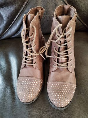 New combatt boots size 5 in adult for Sale in Bell Gardens, CA