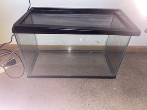 10 gallon tank with lid for Sale in Waukegan, IL