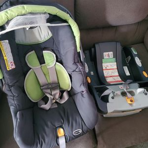 Chicco Keyfit 30 Carseat With Base for Sale in Alexandria, VA