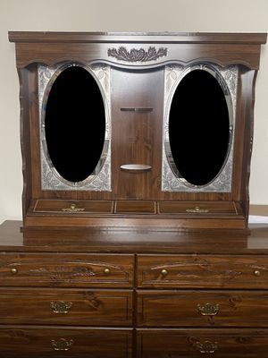 Durable dresser - 6 drawers + two mirrors for Sale in Modesto, CA