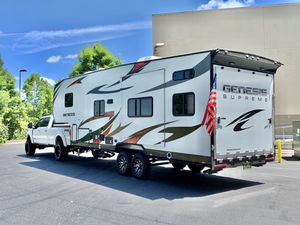 SALE PENDING 2016 Genesis Supreme 28LE Fifth wheel Toy hauler for Sale in Vancouver, WA