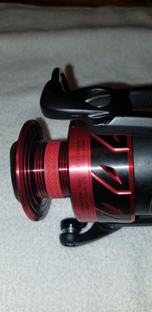 New Penn Fierce III 5000 Spinning Fishing Reel with free lure for Sale in Coral Springs, FL