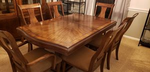 Dining Room Set w/Cabinet for Sale in Lexington, KY