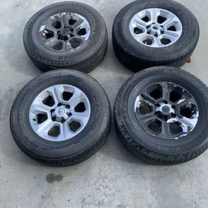 Toyota 4Runner Or Tacoma Rims And Tires Oem for Sale in Moreno Valley, CA