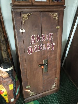 Annie Oakley solid wood gun case, was a prop in a theater play very unique $250 for Sale in Varna, IL