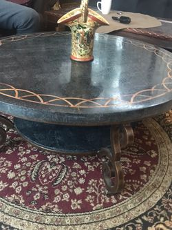 Beautiful Coffee Table In Excellent Condition for Sale in Woodbridge Township,  NJ
