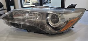 2015-2017 Toyota Camry (Front Headlight Assembly) for Sale in Los Angeles, CA